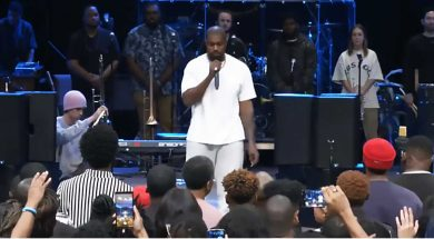Kanye-West-Singing-at-Church.jpg