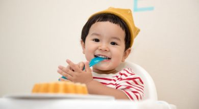 toddler-with-food-kazuend-unsplash.jpg