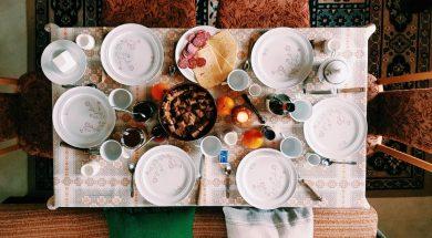 dining-table-daniel-frese-pexels.jpg
