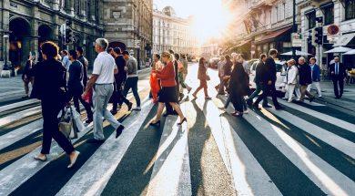 busy-street-crossing-jacek-dylag-unsplash.jpg