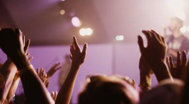 clapping-crowd-singer-madeleine-ragsdale-unsplash.jpg
